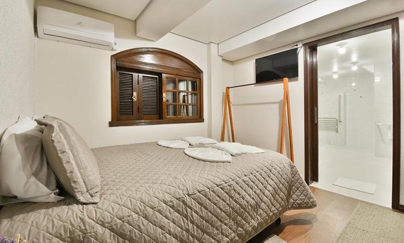 Suíte de dormitório no Hostel Chocolatchê em Gramado